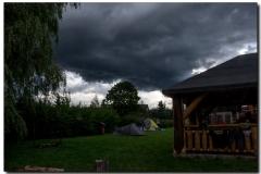 Felhők a táborhely fölött